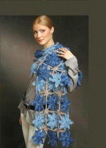 синий ажурный вязаный палантин крючком из цветочных мотивов