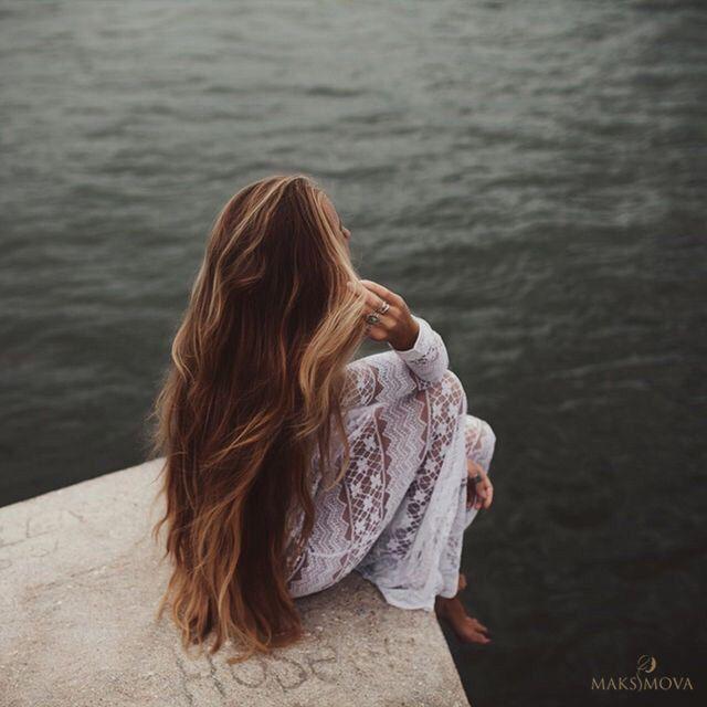 Девочки, вы часто спрашиваете, портит ли свои волосы наращивание?  Отвечаем! В первую очередь это зависит от вида наращивания. Есть такие, которые действительно портят волосы. А есть те, которые при правильной носке и своевременной коррекции абсолютно безопасны для своих волос, более того, даже помогают отрастить свои!🙆💓  Наши клиентки после нескольких лет наращивания волос отрастили свои длинные, густые и шикарные волосы, о которых до это лишь могли мечтать👑  #наращиваниеминск…