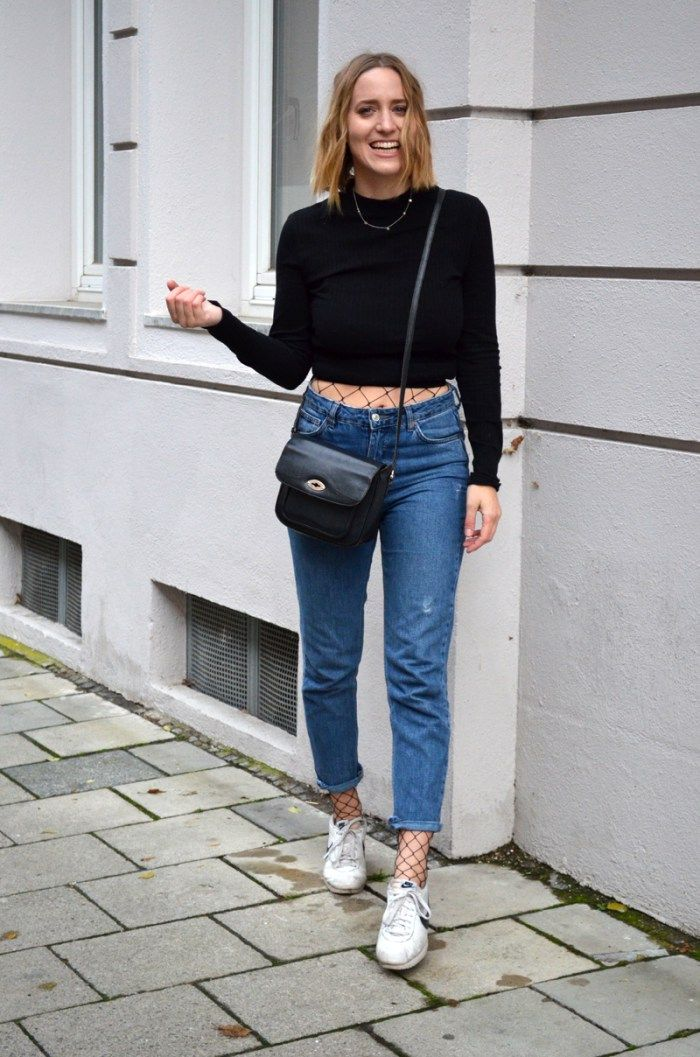 Brushmeetspaper Outfit Netzstrumpfhose grobmaschig Mon Jeans Nike Cortez Sneaker Cropped Rollkragenpullver Blogger München (Beauty Fashion White Sneakers)