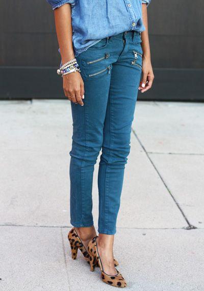 camicia jeans e scarpe leopardate