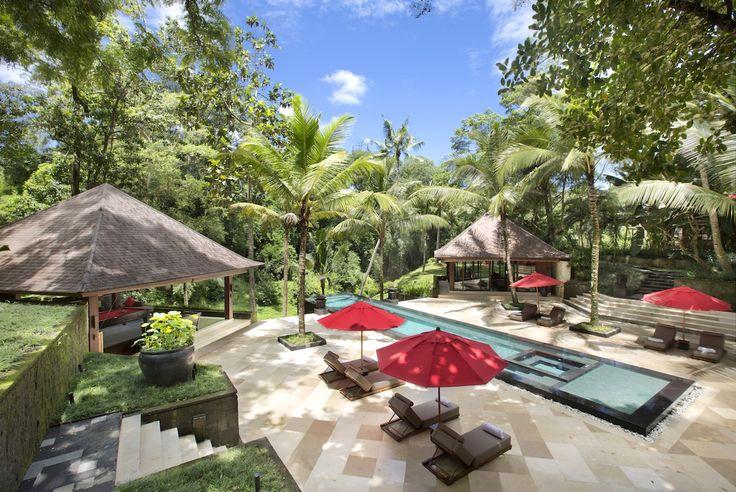 Villa The Sanctuary Bali is een exclusieve en betoverende villa in Bali! De persoonlijke service is uitstekend en de klok rond. Villa The Sanctuary Bali bestaat uit 9 luxe slaapkamers: 1 Master suite (384 m2) met privé zwembad en tropische tuin, 6 luxe slaapkamers met badkamer en-suite, 1 romantische slaapkamer en 1 stapelbed slaapkamer waar…