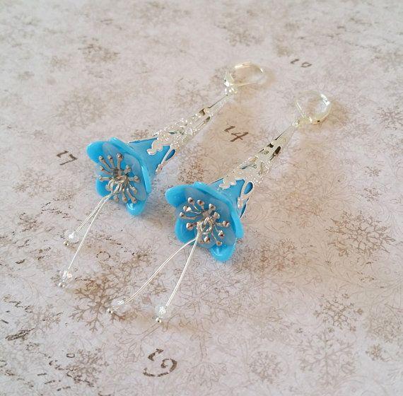 Blauwe bloem oorbellen Turquoise lucite door HoneyBeads1Official