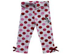 Esta ropa se destaca por su originalidad en los diseños producidos con algodón 100%.  Las calzas son a lunares en rojo, rosa y blanco con 2 moñitos rojos en los costados.   Los talles disponibles para este producto corresponden a niñas ente 2 y 8 años ( Talles 2 - 4 - 6 - 8 )