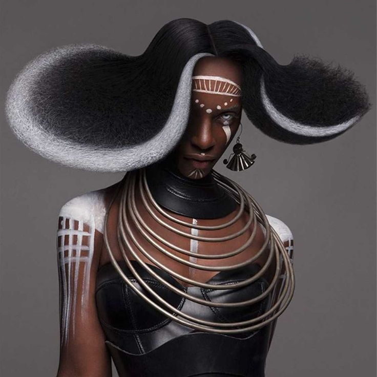 """Por ocasião do British Hair Awards 2016, a designer britânica Lisa Farrall revelou a """"Amour Collection"""", uma incrível série de penteados Afro. Algumas criações foram feitas com o maquia…"""
