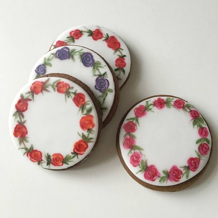 Eight Painted Rose Wreath Cookies