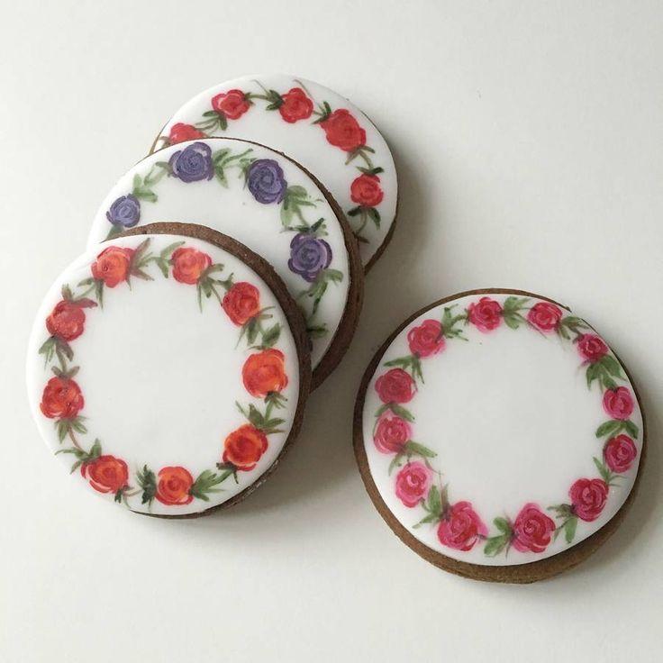 Eight Painted Rose Wreath Cookies