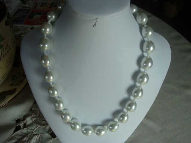 BEAUTIFUL LARGE GLASS WHITE PEARL NECKLACE fashion jewellery