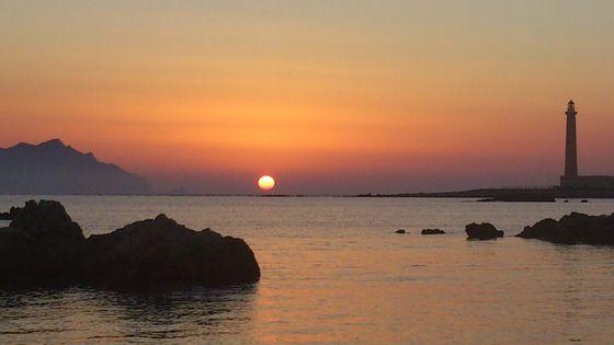 Favignana - Cena in spiaggia con tramonto - di danilele