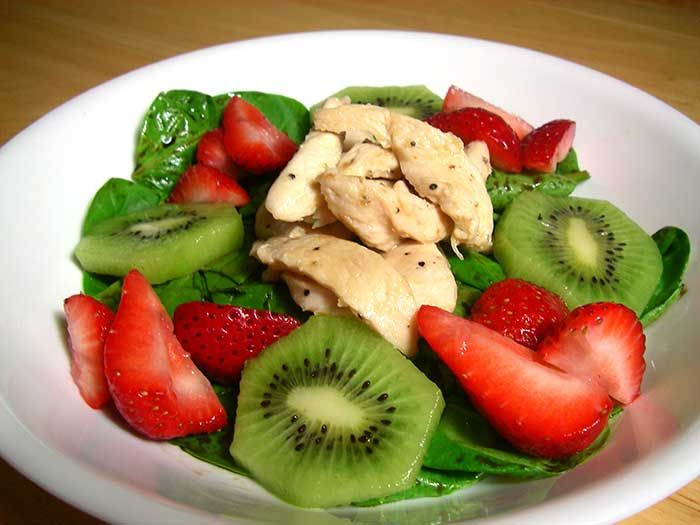Spinach Salad with Strawberries and Kiwifruit - Diabetic Foodie
