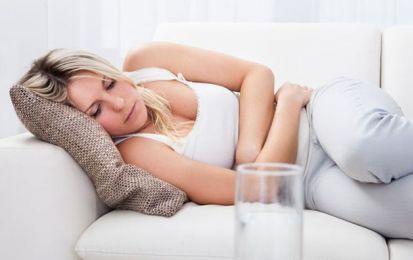 Colite spastica: sintomi e dieta da seguire - La colite spastica ha sintomi come dolori addominali, diarrea e stitichezza. Molto importante è la dieta da seguire.