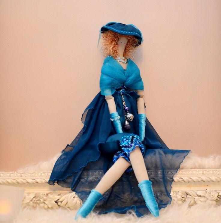 poupée tissu d'inspiration tilda la Dame Bleue, satin, mousseline et voile