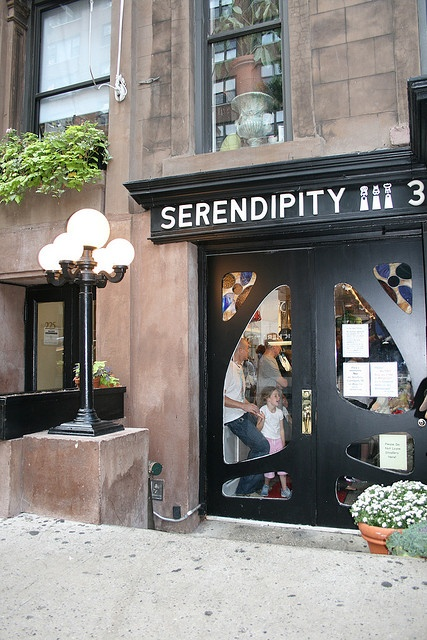 Serendipity in NY City   Ahh wanted to see that when we where there. ;( nextime :)