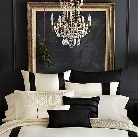 quadro negro emoldurado