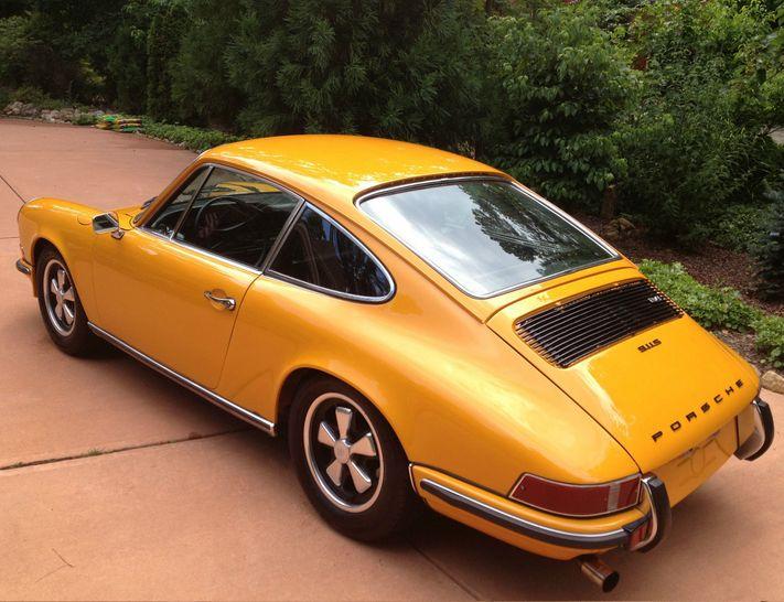 Retro Porsche's are almost as good as new models. Check out this 1972 Porsche 911S Coupe in sun kissed orange. Beautiful! #spon #Porsche