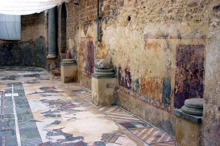 Villa romana del Casale, Piazza Armerina, Sicilia, IV secolo. I mosaici, gli affreschi