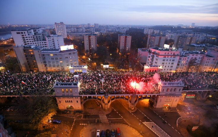 Marsz Niepodległości zorganizowany przez środowiska narodowe. http://www.tvn24.pl/zdjecia/marsz-niepodleglosci-2014,42160.html