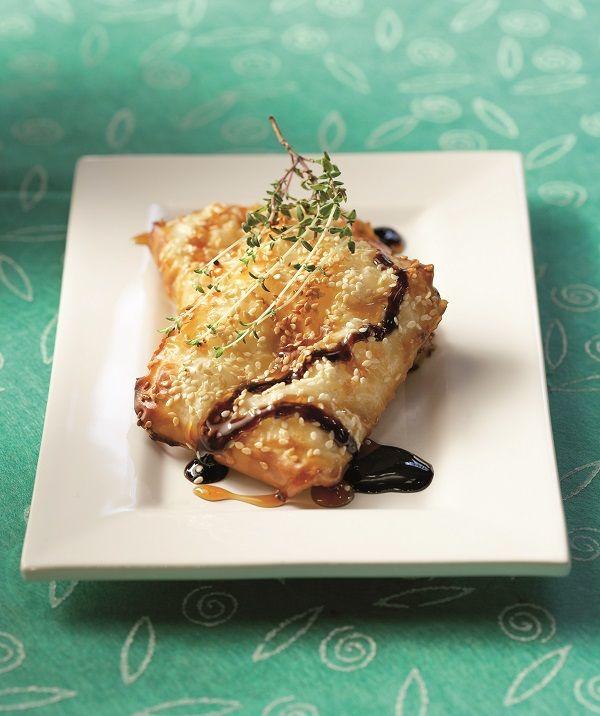 Ένας μεζές κλασσικός και πάντα ευπρόσδεκτος. Μπορείτε να αντικαταστήσετε το μανούρι με άλλο τυρί της επιλογής σας όπως χαλούμι, φέτα, ταλαγάνι, γραβιέρα, μαστέλο.