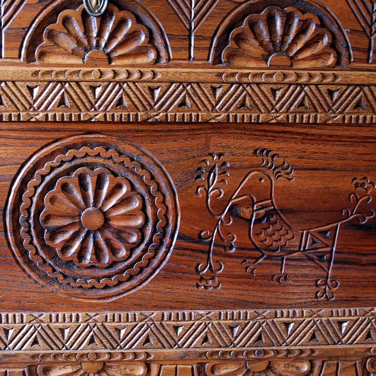 SardiniaDiseño Art, Chips Carvings, Traditional Chest, Design Casa, Cose Carine, Artsy Crafty, Italian Style, Wood Carvings, Sardegna Italia