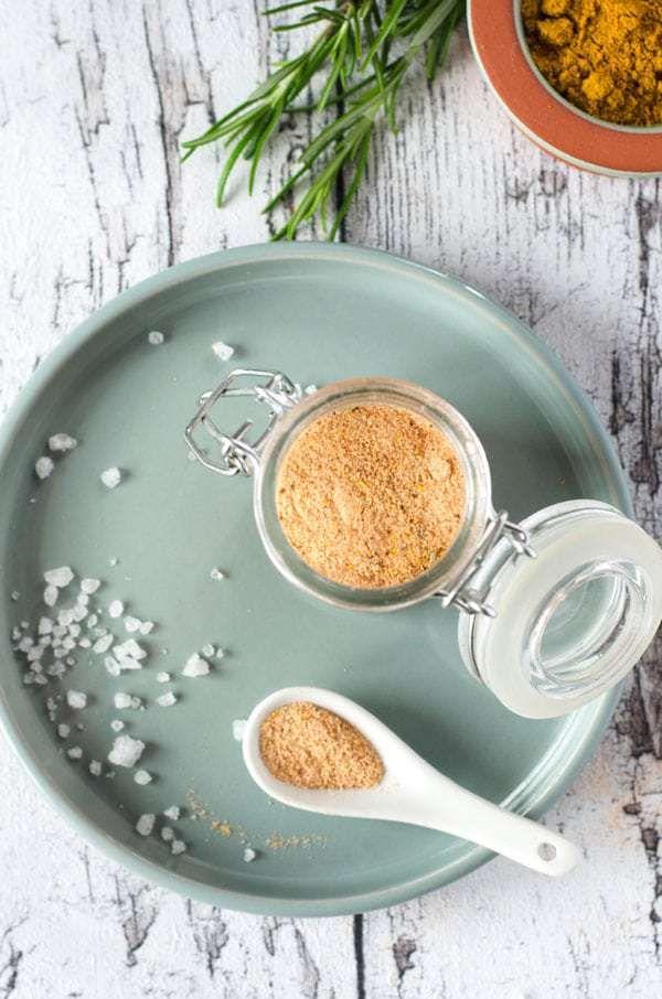 Herrlich würzig aromatisches Pommes-Salz. Einfach zu machen und ganz ohne Geschmacksverstärker. Spiced salt for french fries. Recipe also in english!