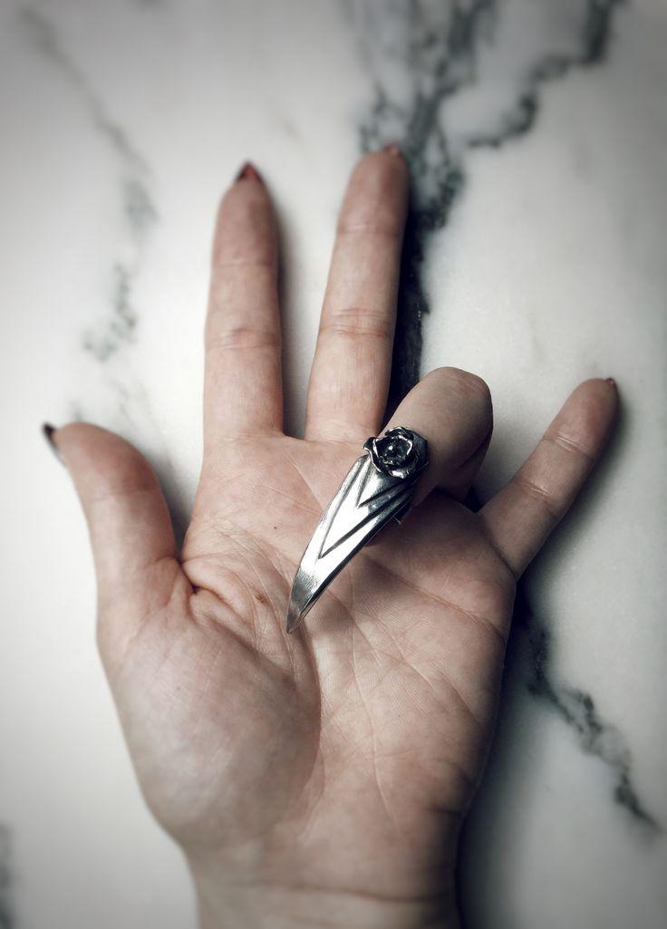 Stiletto nail ring