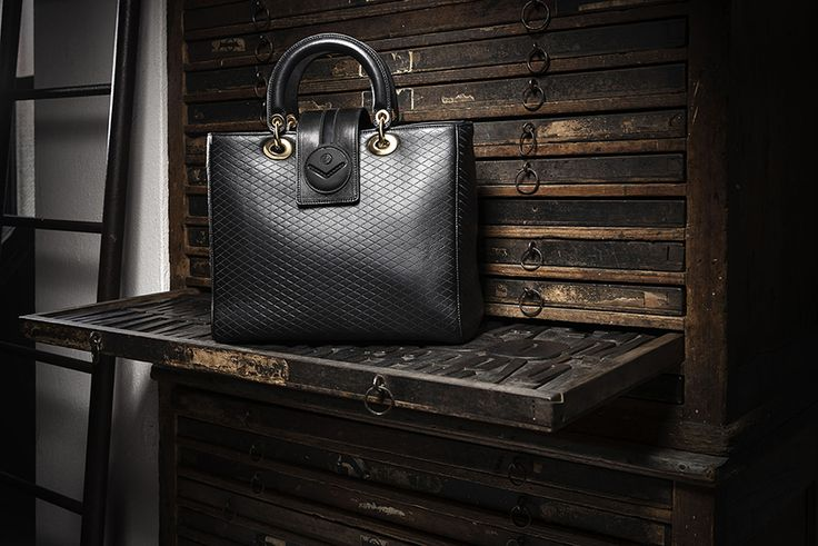 #Handbags: the elegance at your fingertips. Discover the proposals from the women's fashion collection by Fabi.