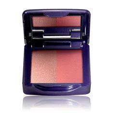 Colorete Iluminador The ONE Una mirada única y especial. Un maquillaje a base de colores súper potentes con un toque de tono tropicales que darán un giro de 180º a tu maquillaje diario.