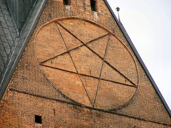10 Illuminati Pentagrams Hidden in Plain Sight (Photos).
