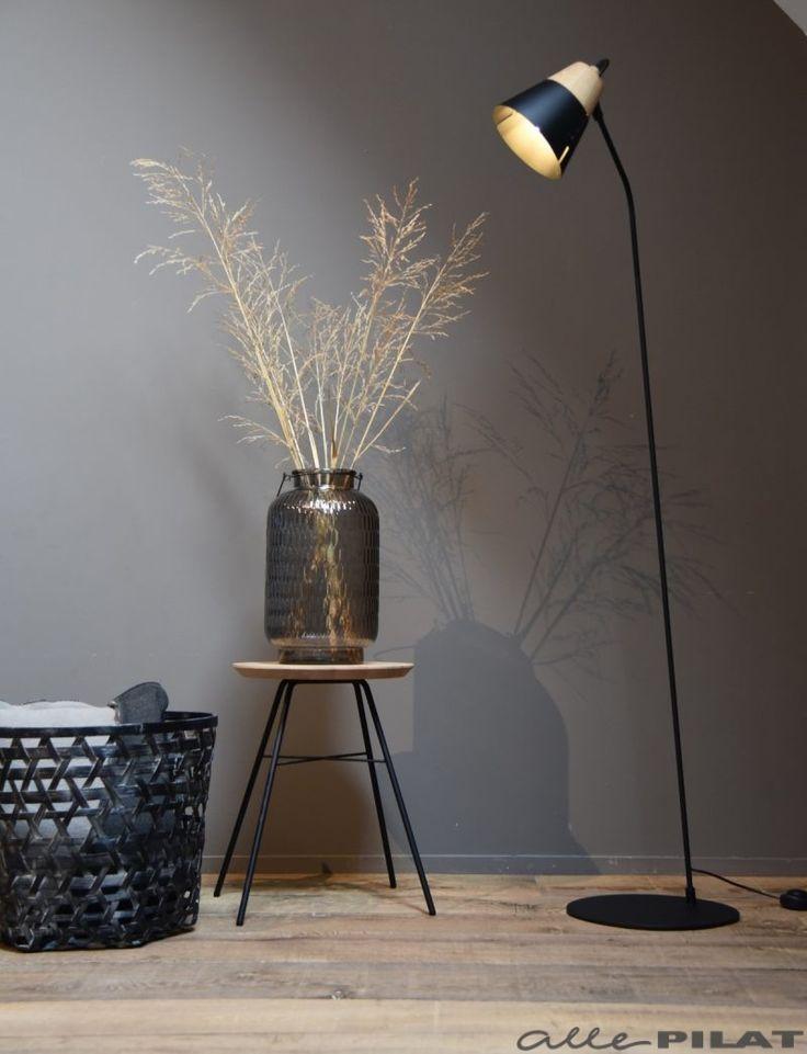 Zwarte vloerlamp Nero met houten kap - Woonwinkel Alle Pilat