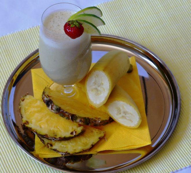 Banánovo a mangové smoothie s proteinem... Banány pozitivně působí při srdečních chorobách, vytvářejí energii v srdečním svalu zpomalují postup arteriosklerózy a zabraňují případnému infarktu.