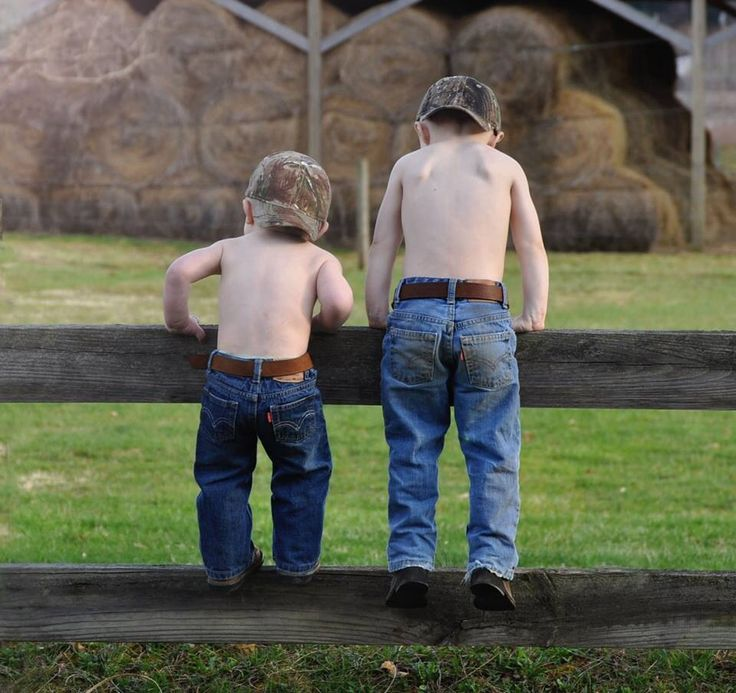 love this photo idea with all three of my boys it would be easy too since none of them like to keep their shirts on