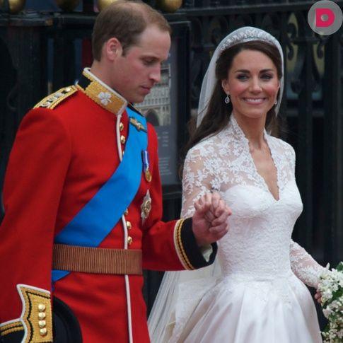 Ажиотаж, поднятый задолго до свадьбы вокруг платья невесты <br /> британского принца, очень напоминал суету вокруг платья его <br /> матери, леди Дианы.