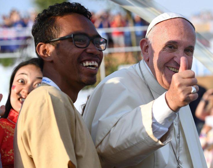 Najlepsze zdjęcia z wizyty papieża Franciszka w Polsce - papiez z młodymi