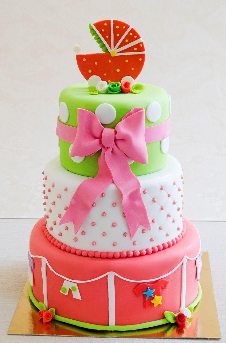 Tortul de botez, decorat in culori calde de roz-somon, pe care am asezat diverse elemente care reprezinta primele luni ale vietii unui bebelus, este cu siguranta o alegere perfecta pentru o petrecere reusita. Alegerea in privinta nuantelor si sortimentul tortului este a ta.