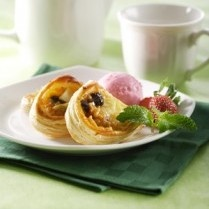 SPICY APPLE PASTRY WITH ES KRIM http://www.sajiansedap.com/mobile/detail/17174/spicy-apple-pastry-with-es-krim