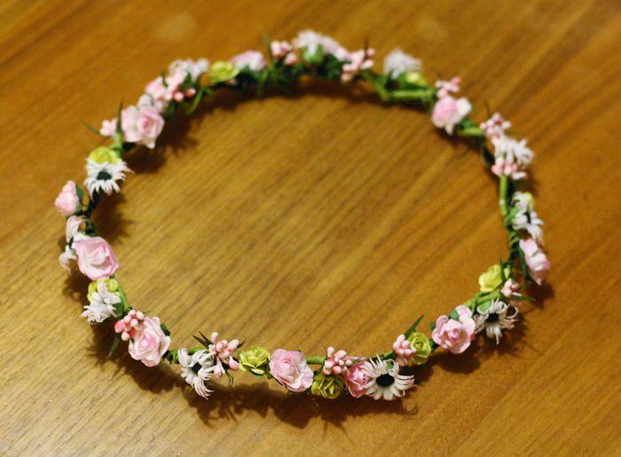 DIY - flower crown. Saknar dagarna när jag alltid bar på blommor i håret.