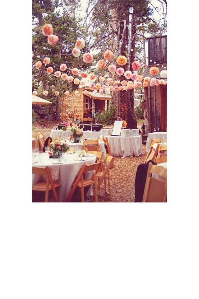 Ne pas oublier les pompons et leur côté festif  jardin mariage pinterest déco