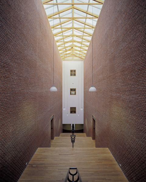 Bonnefantenmuseum, Maastricht, Aldo Rossi, 1995