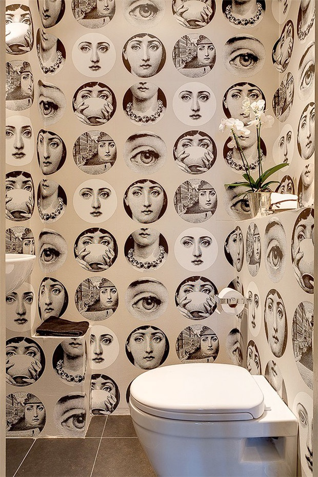 A modern bathroom, full of photos. #decor #Modern #interior #design #casadevalentina