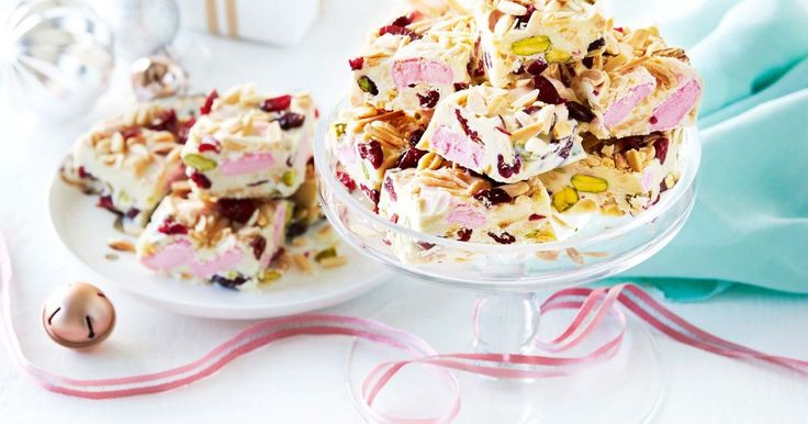For a delicious Christmas twist, use white chocolate and dried cranberries to make this irresistible rocky road.