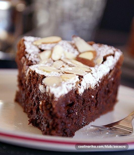 Ovaj cokoladni kolac me odusevio svojim okusom,...divan,lagan i topi se u ustima!