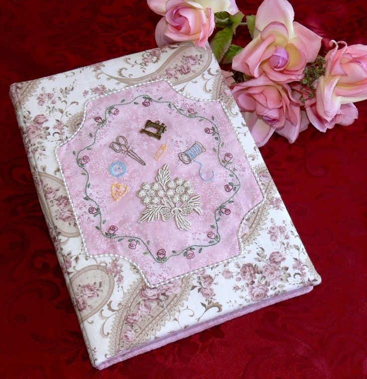 Vintage Dream sewing folder is such a pretty and practical project. It opens up to reveal pockets for your stitching accessories, tape measure holder, scissor tie, pen and pencil loops and felt for your pins and needles. Val Laird Designs