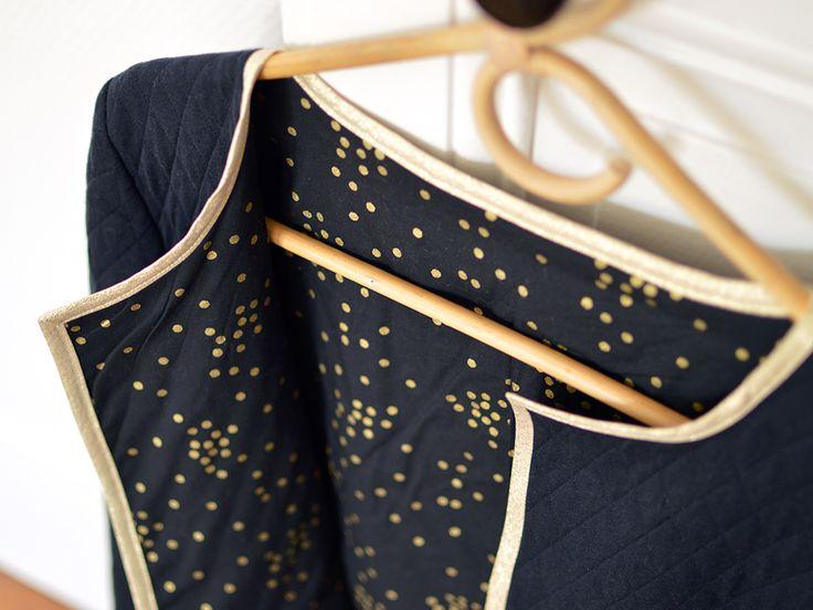 Gilet Monceau - Sweat matelassé bleu marine et doublure à pois dorés - tuto sur le blog et patron disponible sur cozylittleworld.bigartel.com !