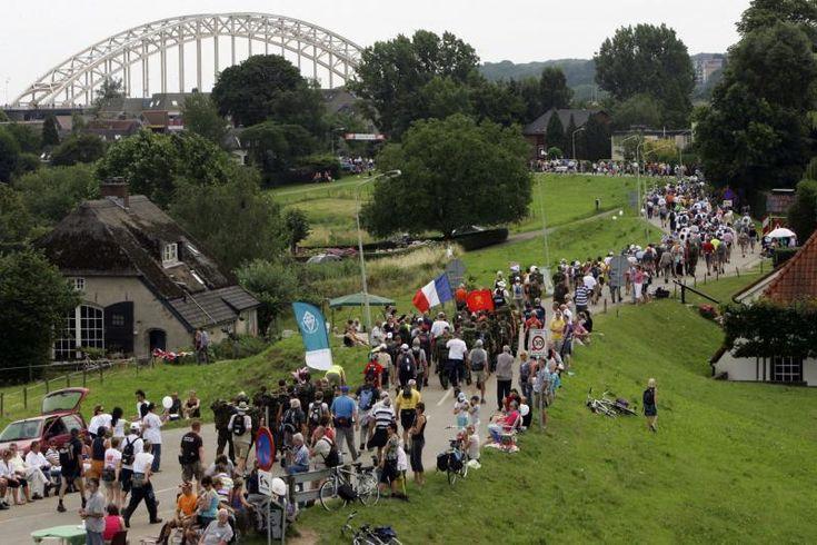 Wandel4daagse van Nijmegen, Gelderland. 4 dagen 50 km (per dag) lopen en dan krijg je het felbegeerde kruisje