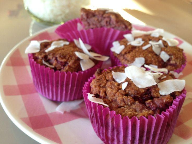 Deze frambozen kokos cupcakes zijn erg simpel om te maken en erg lekker. Deze cupcakes zitten boordevol gezonde ingrediënten waardoor je verantwoord snoept!