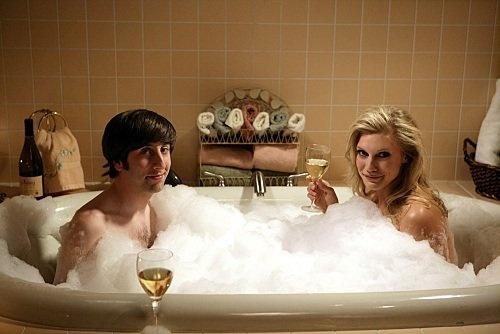 Simon Helberg and Katee Sackhoff. LOVE this scene on Big Bang Theory