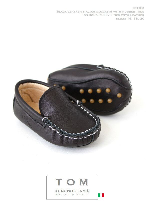 TOM by Le Petit Tom ® BABY MOCCASIN BLACK Leather and leather lining. Exclusieve Italiaanse zwarte unisex babyschoentjes voor jongetjes en meisjes van zacht leer en leer gevoerd. Rubberen nopjes onder de zool. Handmade in Italy Moccasins are stylish and decadent, always in fashion but most important; Tom's mocs are amazingly comfortable!