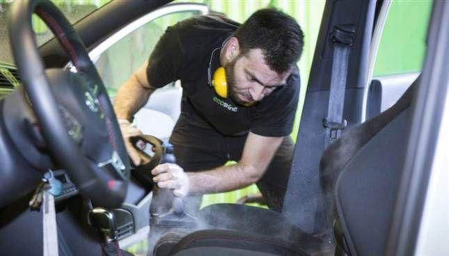 Så gör du rent bilen på insidan – steg för steg   Allt om bilar   Expressen