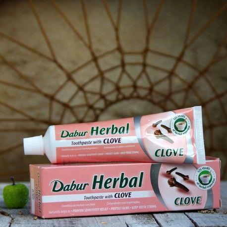 Ajurwedyjska pasta do zębów z ekstraktem z goździka.  Dabur Herbal Clove Toothpaste