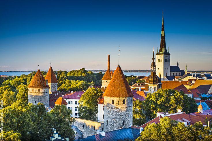 Week-end Estonie Lettonie Lituanie. Le Routard publie un nouveau guide Pays baltes: Tallinn, Riga, Vilnius, consacré à ces superbes capitales d'Europe du Nord. Avec le retour du printemps,c'est le moment de s'envoler vers ces villes où le magnifique héritage du passé se conjugue harmonieusement au dynamisme du présent. De beaux city breaks en perspective et de belles (et longues) soirées à vivre sur les rivages de la Baltique!