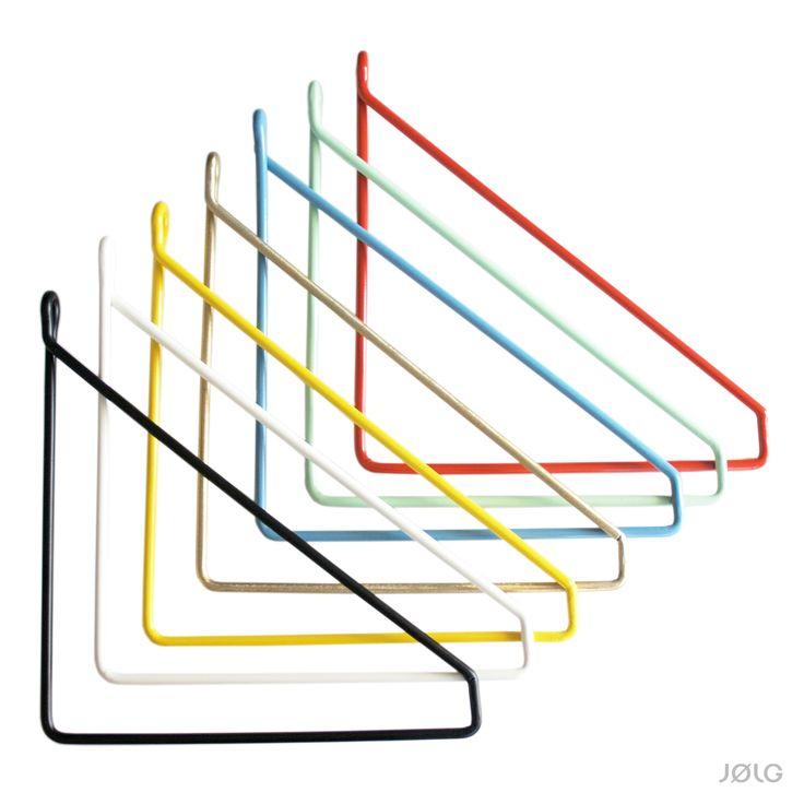 Das Wandregal BØRD von JØLG verbindet klassisch skandinavisches Design mit individuell gealtertem Altholz aus Deutschland. Mit 7 individuell wählbaren Regelhaltern kannst du das für dich perfekte Altholzregal zusammenstellen. Die...